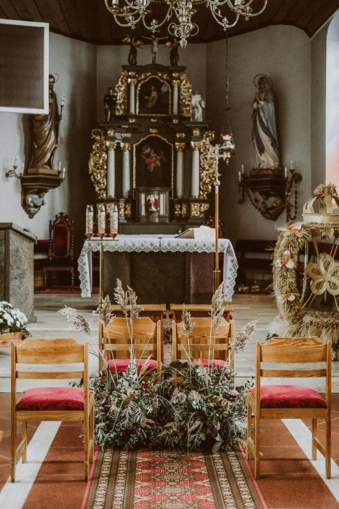 dekoracja ślubna kościoła w Chwaszczynie