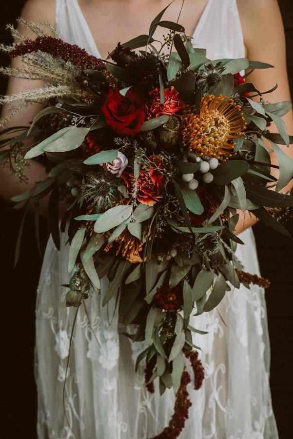 Bukiet ślubny boho i czerwone róże